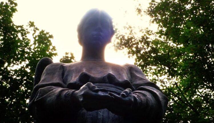 17twa-statue-1-800×440.jpg