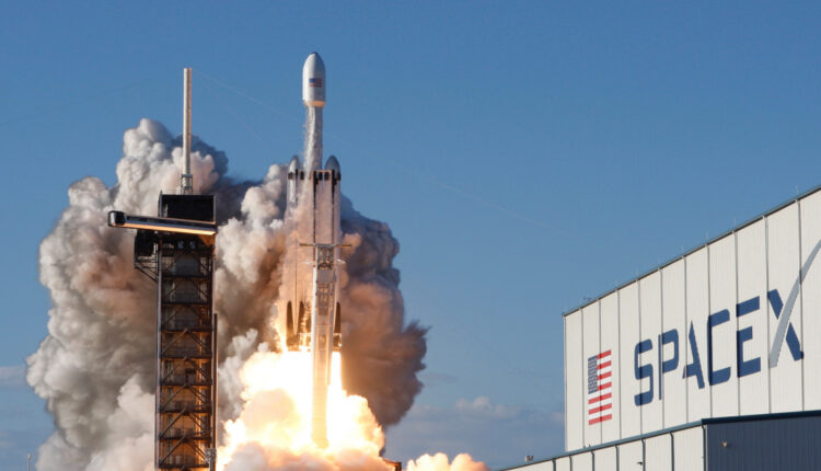 2019-04-12T004539Z_1716064889_HP1EF4C0243X6_RTRMADP_3_SPACE-EXPLORATION-SPACEX-1.jpg