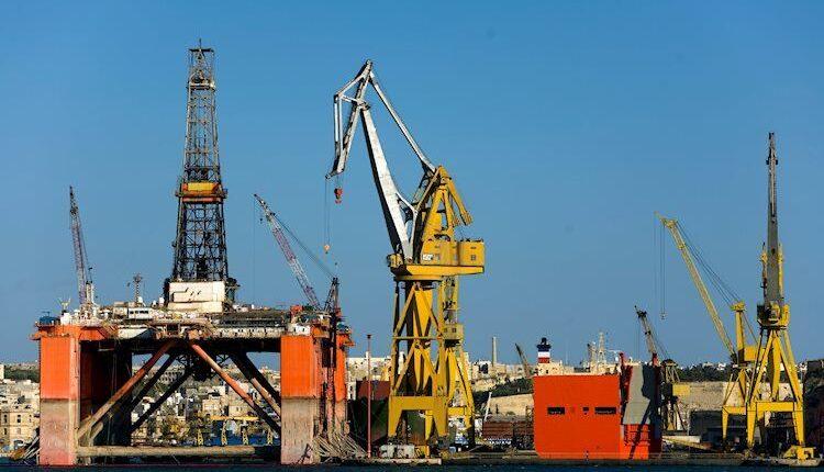 oil-industry-6501390_Large.jpg